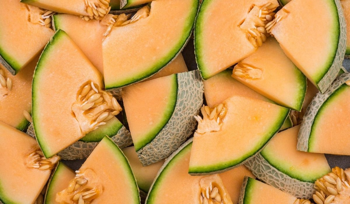 sliced cantaloupe