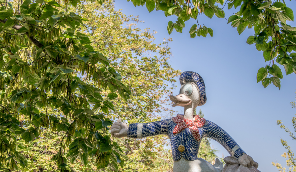 Statue of Donald Duck